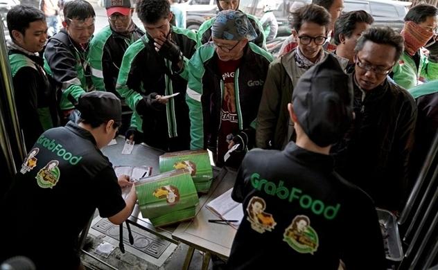 """Grab và Gojek đang """"chiến"""" dữ dội trên thị trường giao đồ ăn trực tuyến"""