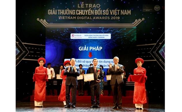 SeABank vinh dự nhận giải thưởng chuyển đổi số Việt Nam