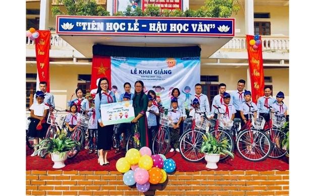 Eximbank tặng quà cho học sinh nghèo tại Hải Dương