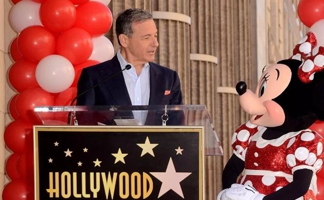 'Chuột' và 'Táo' thành đối thủ cạnh tranh, CEO Disney rút khỏi Apple