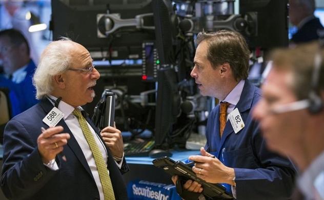 Doanh số bán lẻ yếu kém, thị trường chứng khoán Mỹ giảm điểm