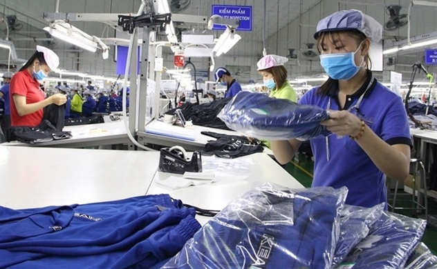 Vietnam lags far behind in setting healthy work hours: VnExpress