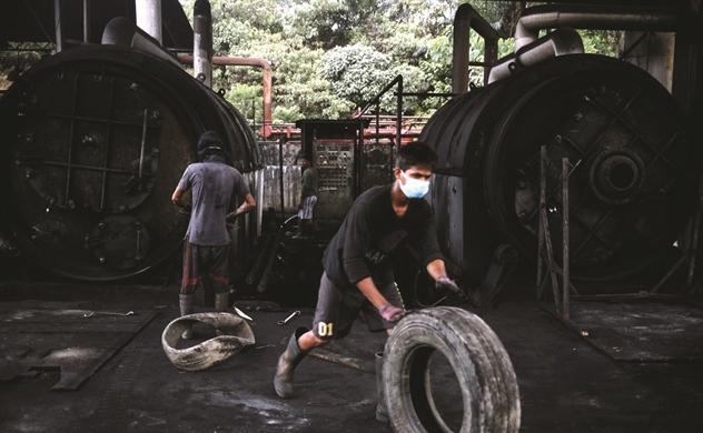 Châu Á ngập rác vỏ xe