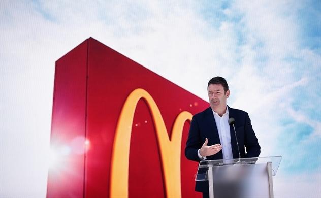 CEO McDonald's bị sa thải vì quan hệ tình cảm với cấp dưới