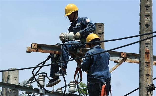 Điều chỉnh giá điện thế nào cho hợp lý?