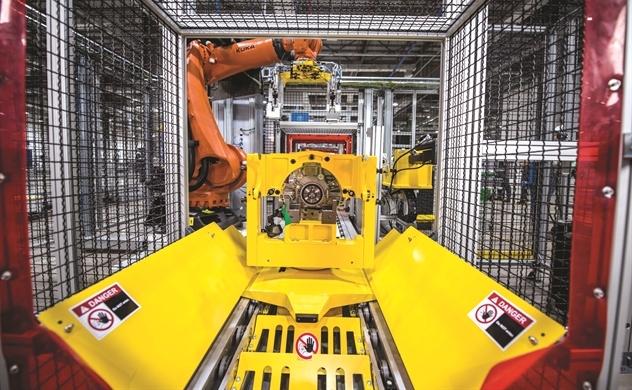 Robot tiến vào nhà máy