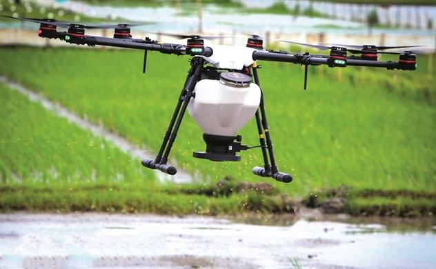 Nông dân lái Drone
