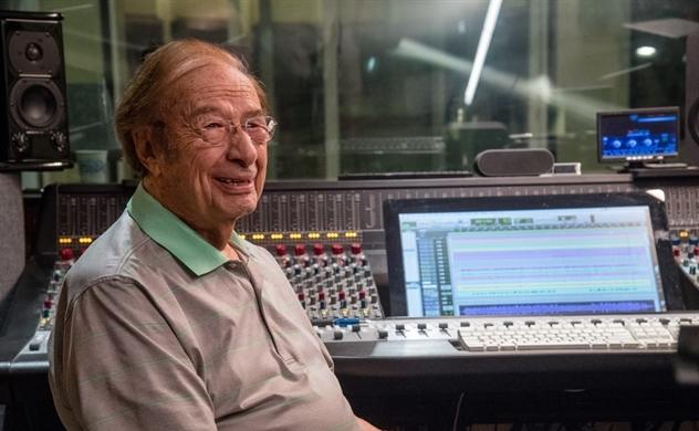 Bí quyết sống thọ và hạnh phúc của cụ già 102 tuổi, người vừa phát hành album nhạc đầu tay