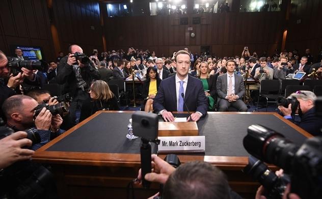 """11 """"phốt"""" lớn nhất mà ông chủ Facebook gặp phải trong suốt 10 năm qua"""