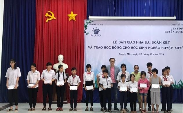 Blue Sea Group bàn giao nhà Đại đoàn kết và trao học bổng cho học sinh nghèo vượt khó huyện Xuyên Mộc