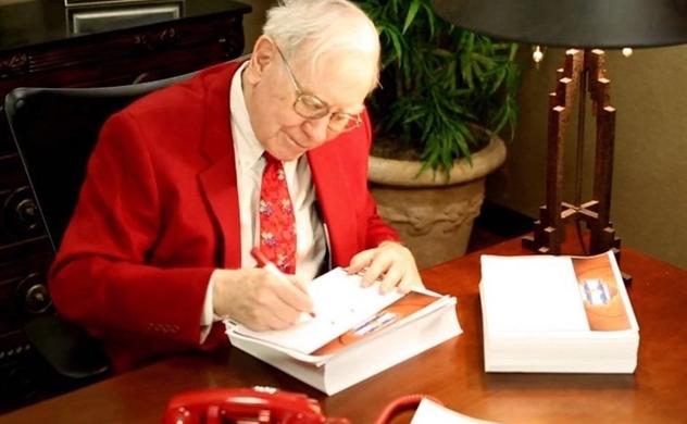 Tỷ phú Warren Buffett đã tặng gì cho người thân vào dịp Giáng sinh?