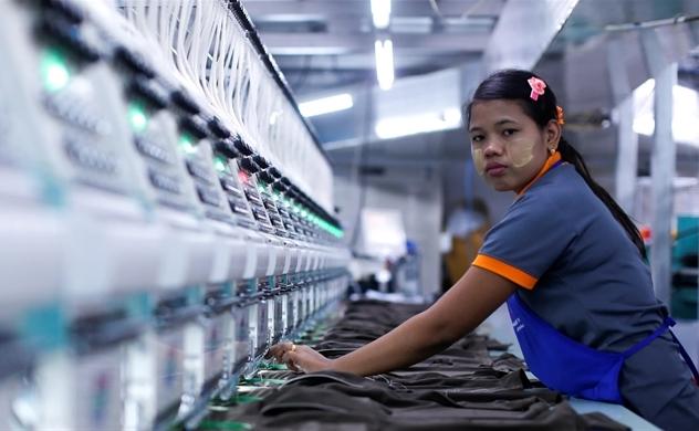 Các nước Đông Nam Á giảm tốc độ tăng lương tối thiểu để duy trì sức cạnh tranh của lực lượng lao động với Trung Quốc