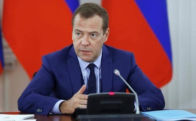 Thủ tướng Dmitry Medvedev và toàn bộ Chính phủ Nga bất ngờ từ chức