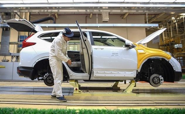 Các nhà sản xuất xe hơi lo sốt vó vì tình trạng thiếu hụt phụ tùng Trung Quốc
