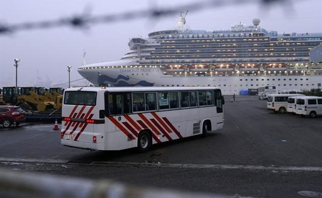 Nỗi sợ lây lan virus corona leo thang khi hơn 3.000 khách trên du thuyền được phép về nhà