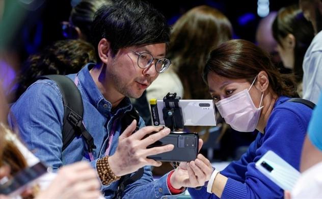 Reuters: Nhờ sản xuất tại Việt Nam, Samsung tránh được rủi ro Trung Quốc trong khi Apple và các đối thủ gặp hạn