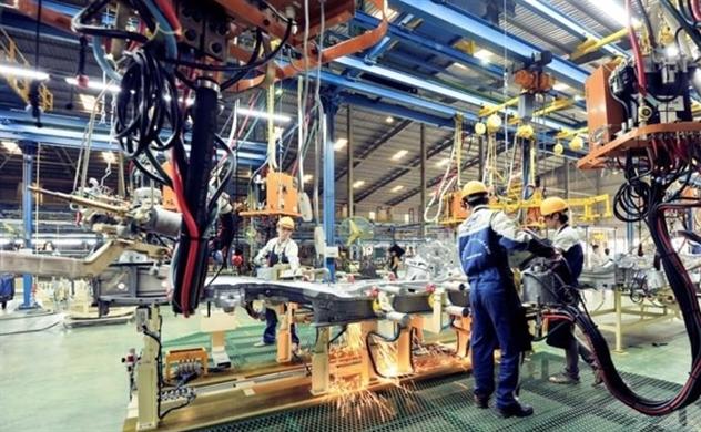 Chuyên gia kinh tế: Cần giảm giá xăng, điện để hỗ trợ doanh nghiệp trong dịch COVID-9
