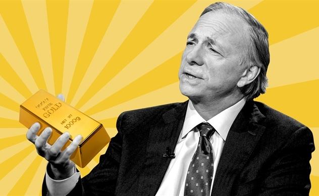 """Nhà đầu tư sẽ """"ấm lòng"""" nếu nghe lời khuyến nghị mua vàng từ Ray Dalio và Mark Mobius từ trước"""