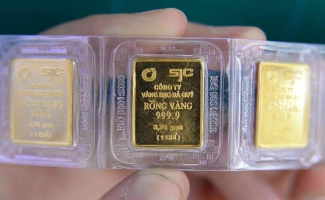 Giá vàng vượt ngưỡng 49 triệu đồng