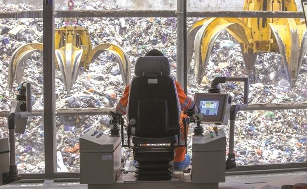 Núi tiền từ rác nhựa