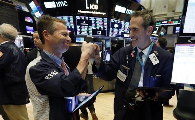 Niềm vui quay trở lại, Dow Jones bật tăng hơn 5%