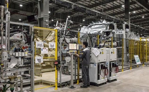 Bloomberg: Việt Nam và Bangladesh vẫn có thể trở nên giàu có nhờ sản xuất