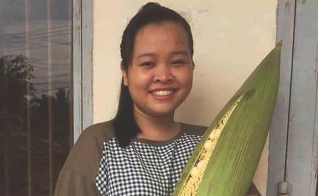 Cô gái Khmer khởi nghiệp với hoa dừa