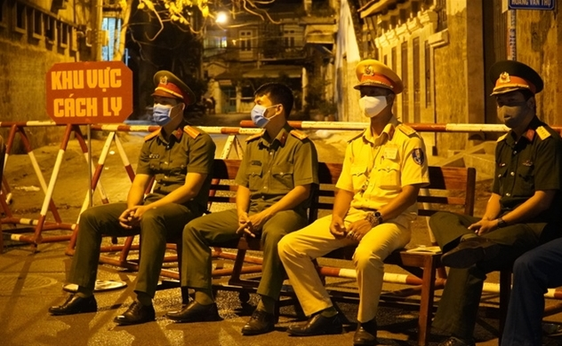 Vietnam locks down two streets in a resort town as COVID-19 cases rise