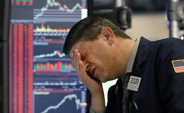 Sau 15 phút ngắt mạch tự động, Dow Jones rớt hơn 2.300 điểm, S&P 500 giảm gần 10%