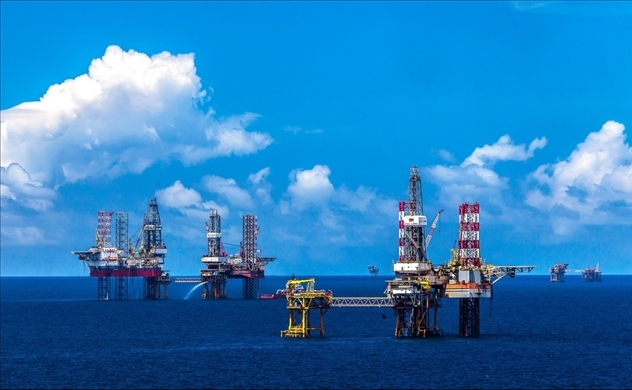 Vietnam's state oil firm PetroVietnam considers stockpiling oil amid low prices