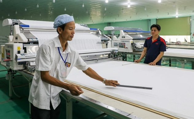 EU, US buyers' order  postponment on virus pressure hurts Vietnam's textile industry