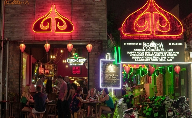 Two British men tested with coronavirus after visting Buddha Bar, Vietnam's infections hit 99
