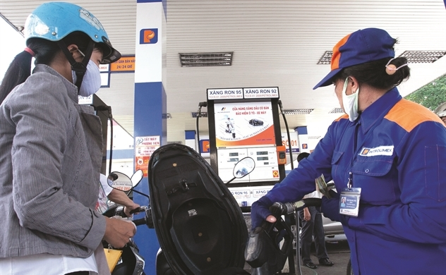 Giá dầu giảm hậu thuẫn cho nới lỏng tiền tệ