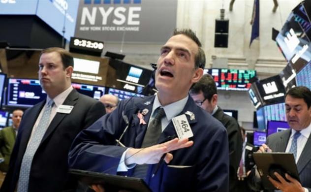 Dow Jones biến động hơn 700 điểm trong 15 phút