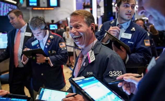 Dow Jones tăng gần 900 điểm, dù số người đăng ký trợ cấp thất nghiệp tại Mỹ lên mức kỷ lục 3,28 triệu người