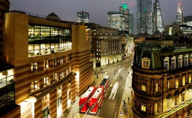 Hàng loạt quỹ đầu tư bất động sản tại Anh bị đóng băng, có cả hai ông lớn quỹ đầu tư BlackRock và Schroders