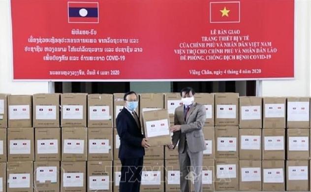 Người Việt tại Lào hạn chế tối đa đi lại giữa hai nước