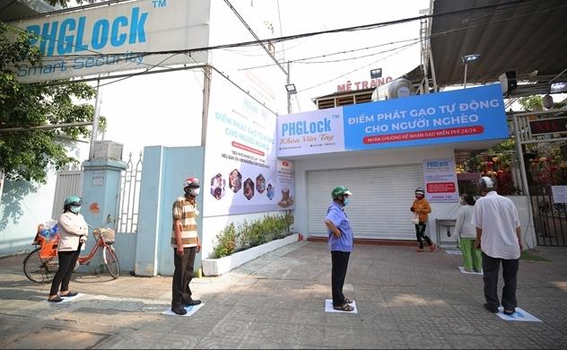 Máy phát gạo từ thiện tự động ở Sài Gòn