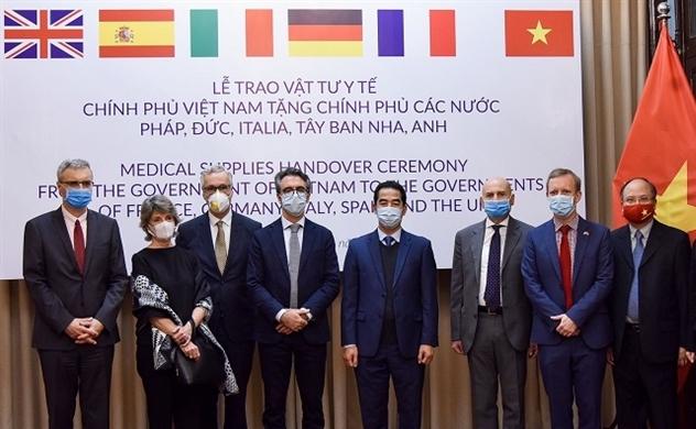 Việt Nam tặng 550.000 khẩu trang hỗ trợ một số nước EU phòng chống Covid-19