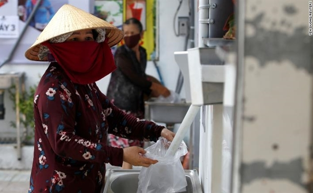 Vietnam's 'Rice ATMs' to support people affected by the coronavirus reported on CNN
