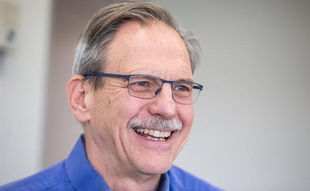 Giáo sư Harvard  trở thành tỉ phú nhờ khoản đầu tư vào công ty nghiên cứu vaccine COVID-19