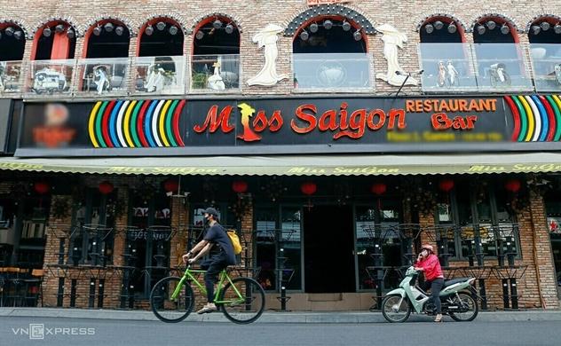 Vietnam extends shutdown of bars, karaoke parlors in Covid-19 fight