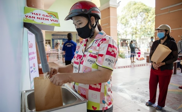 'Rice ATMs' Dispense Free Food to Out-of-Work Vietnamese