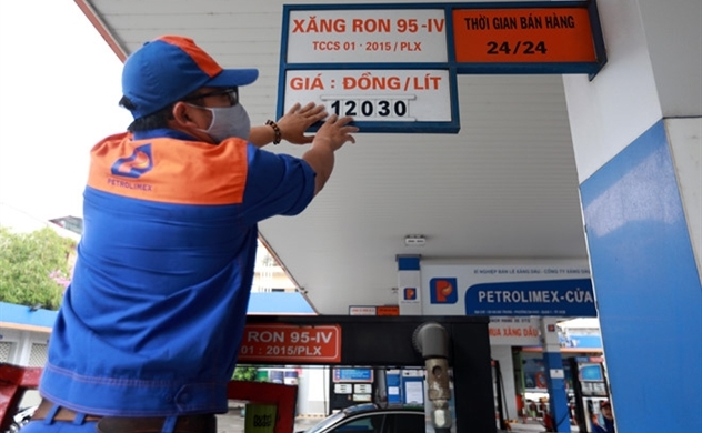 Petrol prices in Vietnam plummeted for the eighth time of this year