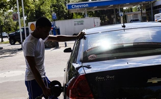 Thế giới nới lỏng, giá dầu quay đầu bật tăng
