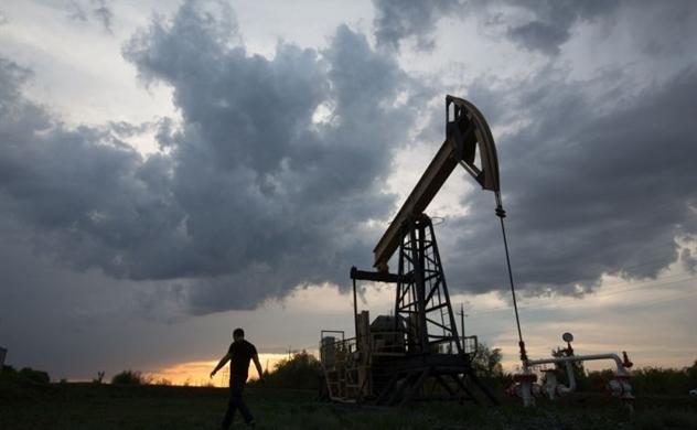 Giá dầu rớt gần 7% sau khi Trung Quốc công bố không đặt chỉ tiêu GDP 2020
