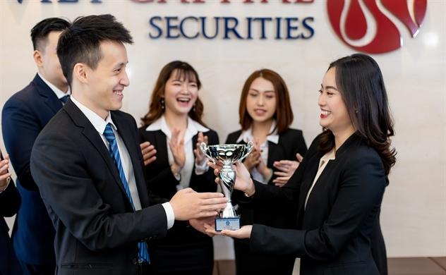 Chứng khoán Bản Việt nhận 2 giải thưởng từ FinanceAsia Country Awards