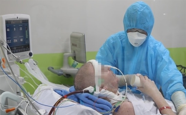 Vietnam's most gravely-ill COVID-19 patient on path to recovery