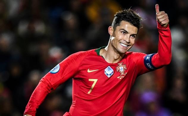 Ronaldo là cầu thủ đầu tiên kiếm 1 tỉ USD