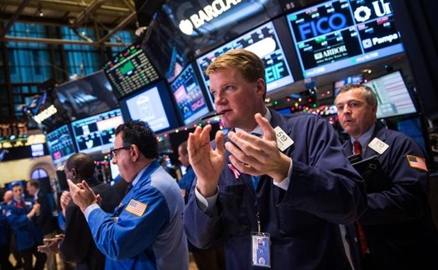 Dow Jones tăng hơn 800 điểm, Nasdaq lập kỷ lục